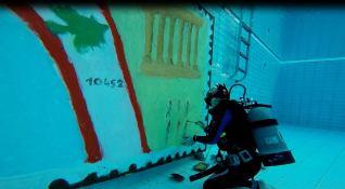 Colette peignant sous l eau