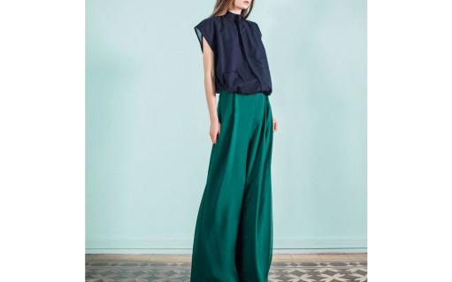 dark-blue-soft-cotton-shirt-green-muslin-pants-lara-khoury